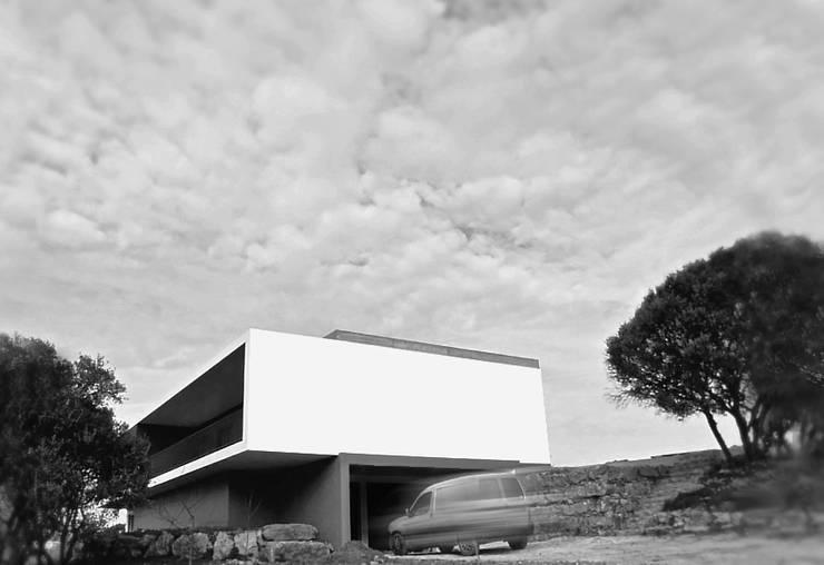 Moradia unifamiliar – construção de custos controlados: Casas  por Cidades Invisíveis, arquitectura e design Lda.,