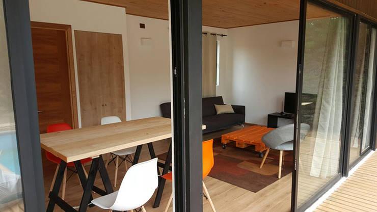 Casa Mirasol - Algarrobo: Livings de estilo mediterraneo por Lares Arquitectura