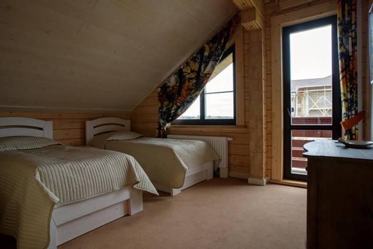 Dormitorios de estilo clásico por GOOD WOOD