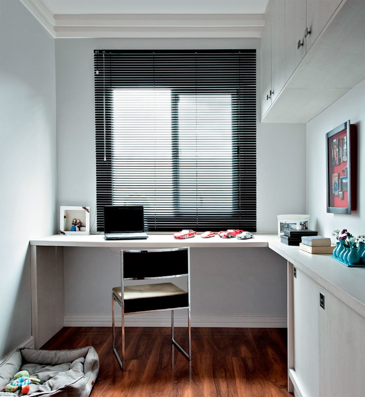 Office spaces & stores  by Mariana Von Kruger Emme Interiores