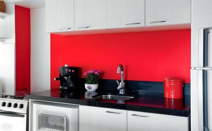 Kitchen by Mariana Von Kruger Emme Interiores