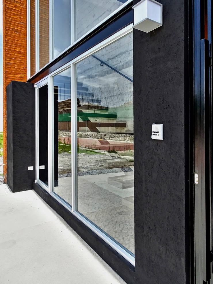 CASA NARANJOS : Casas de estilo  por Novhus Oficina de Arquitectura
