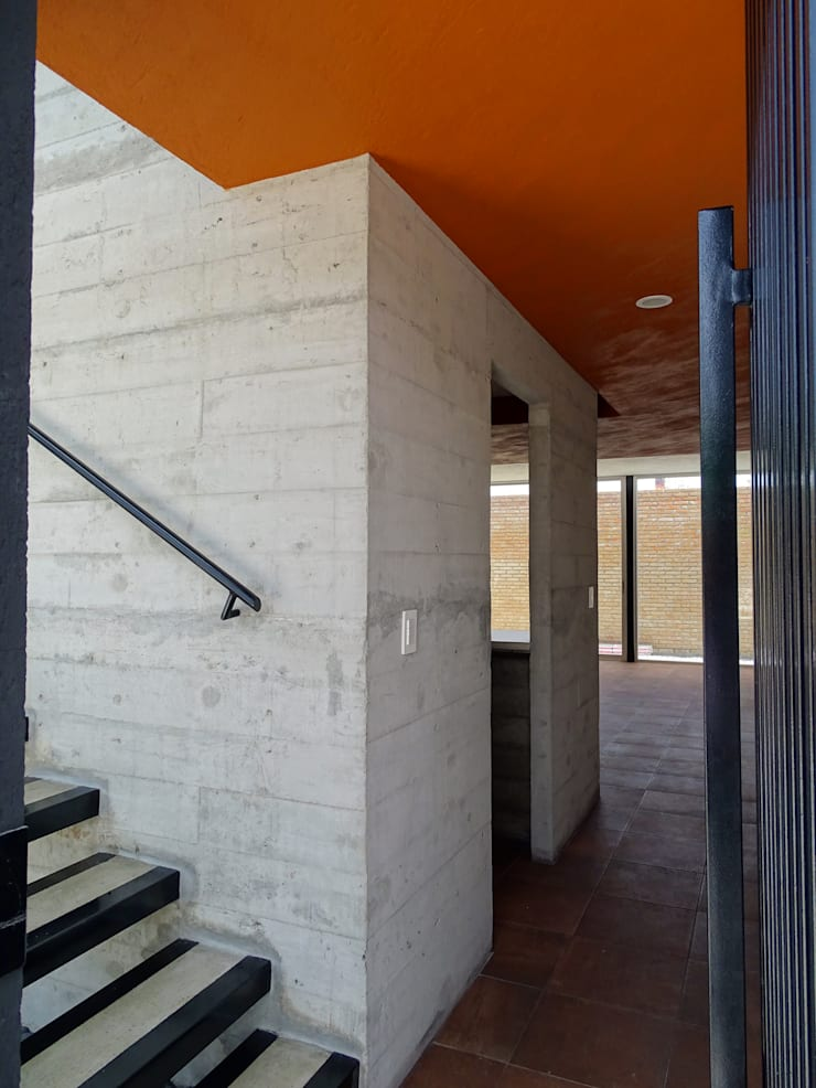 CASA NARANJOS : Pasillos y recibidores de estilo  por Novhus Oficina de Arquitectura