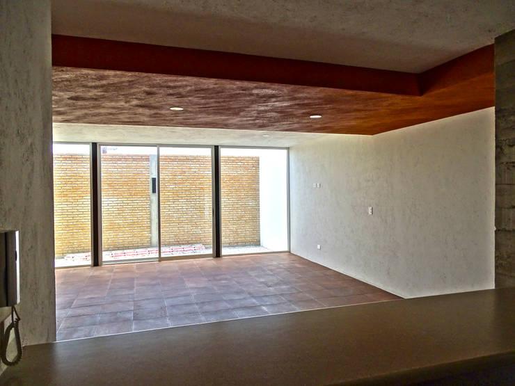 CASA NARANJOS : Comedores de estilo  por Novhus Oficina de Arquitectura
