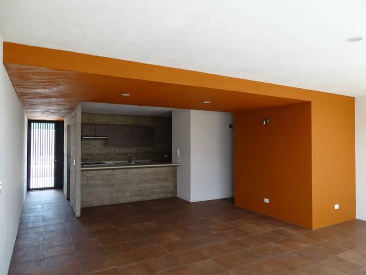 CASA NARANJOS : Cocinas de estilo  por Novhus Oficina de Arquitectura