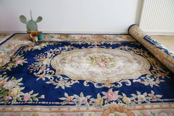 Super groot Chinees kleed. Vintage Oosters tapijt met o.a. bloemen. 215 x 333! :   door Flat sheep, Aziatisch