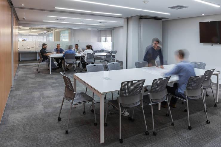 Nueva sede de Tecnoconsult: Edificios de oficinas de estilo  por CENTRAL ARQUITECTURA