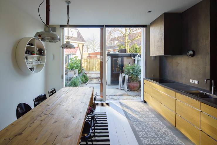 Uitgerekt Huis:  Keuken door Ruud Visser Architecten