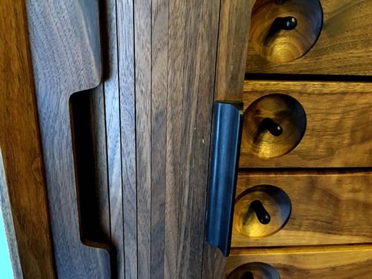 walnut credenza: 데이너퍼니쳐의  다이닝 룸