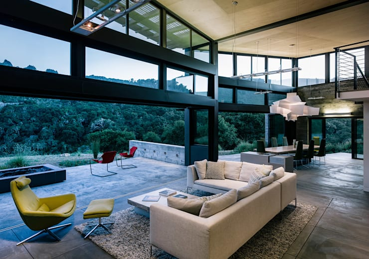 Butterfly House:  Living room by Feldman Architecture
