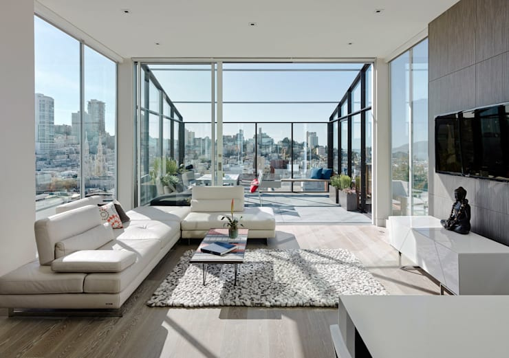 Telegraph Hill:  Living room by Feldman Architecture