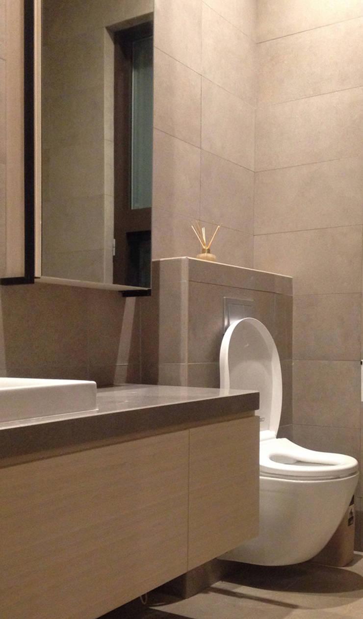 廣州 流溪御景 吳宅:  浴室 by 直譯空間設計有限公司