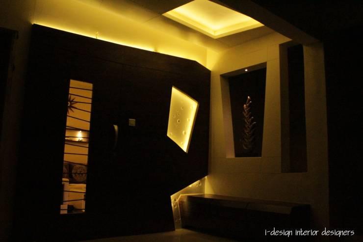 3bhk:  Corridor & hallway by I - design interior designer's