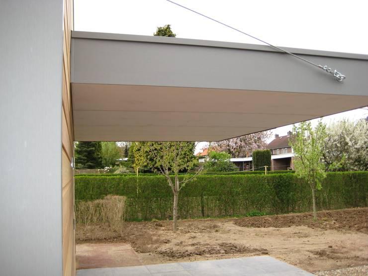 Tuinhuis met overkapping.:  Tuin door WE-Maatdesign