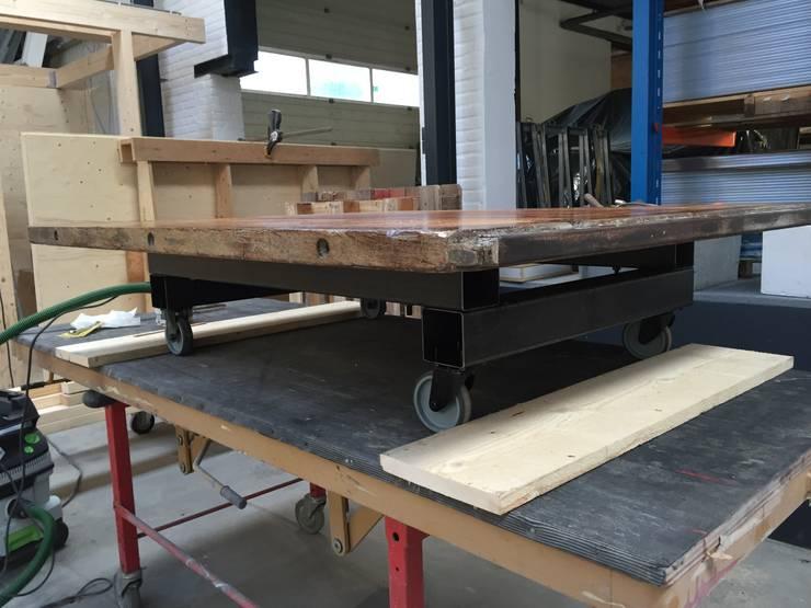 Salontafel.:   door WE-Maatdesign, Industrieel Hout Hout
