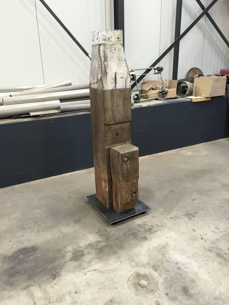 Paal als accessiore.:   door WE-Maatdesign, Industrieel Hout Hout