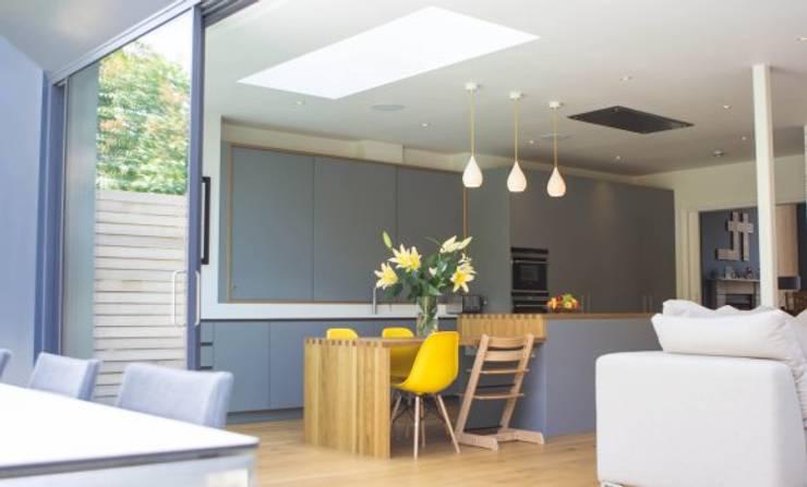 3 Hilbury Road Moderne Küchen von Diamond Constructions Ltd Modern