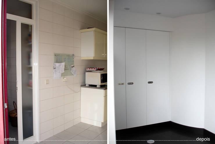 cozinha antes e depois_despenseiro:   por Emprofeira - empresa de projectos da Feira, Lda.,