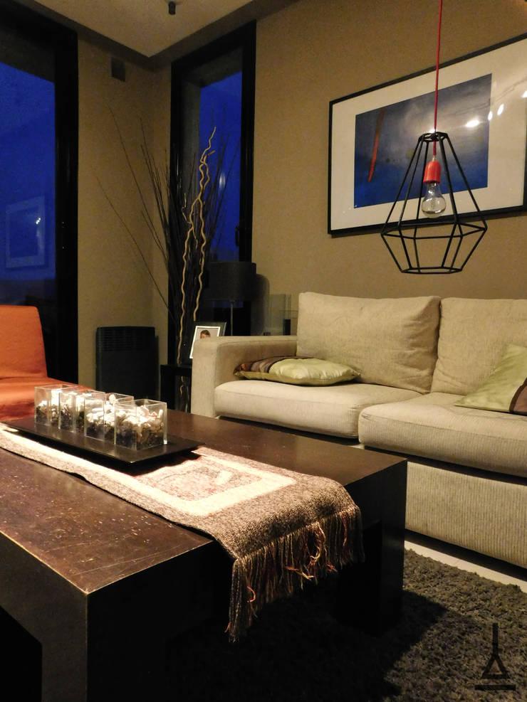 Taruca Rubí: Livings de estilo  por Artefactory,