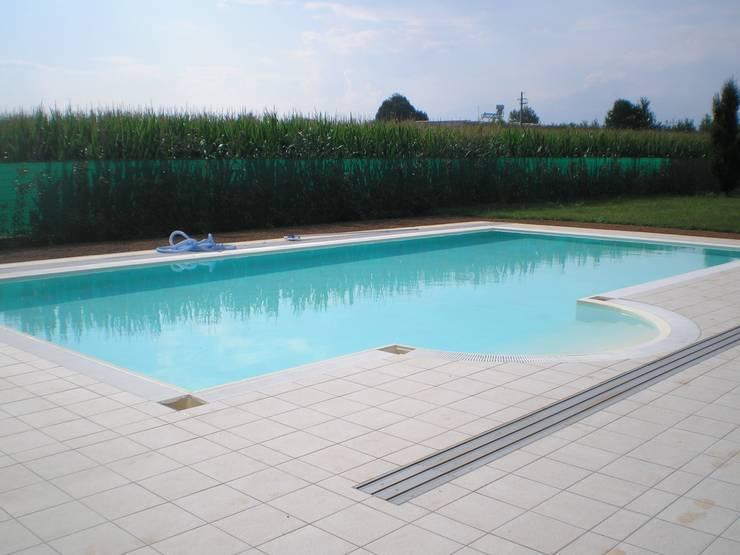 Pool by Aquazzura Piscine