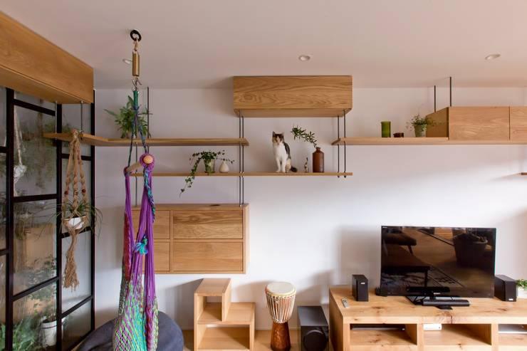 Salon rustique par ALTS DESIGN OFFICE Rustique Bois Effet bois