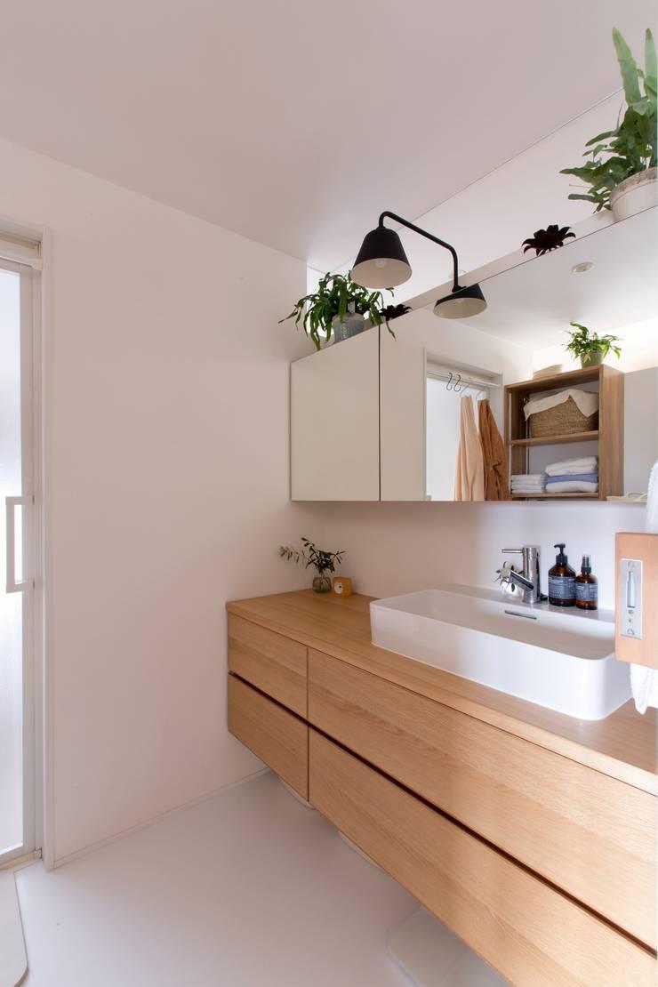 Salle de bain rustique par ALTS DESIGN OFFICE Rustique Bois Effet bois