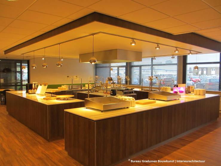 TRANSFORMATIE KANTOORPANDEN:  Keuken door Gradussen Bouwkunst & Interieurarchitectuur BNA BNI