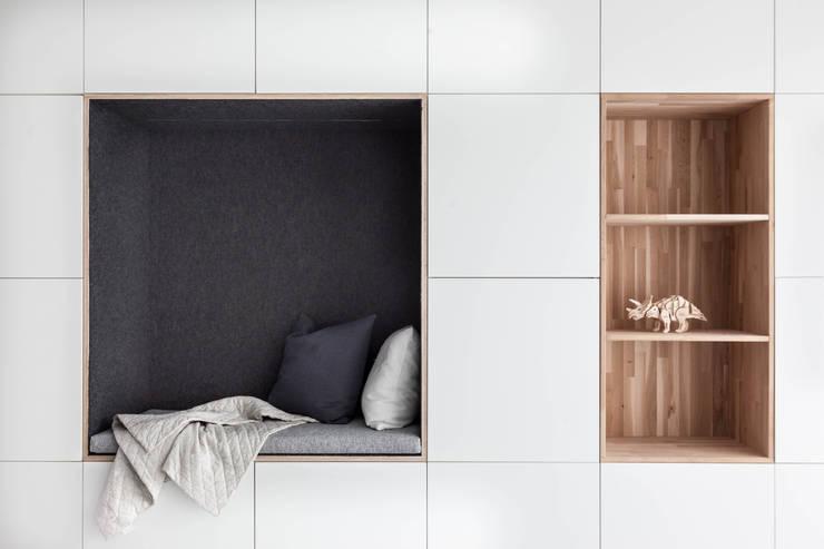 Woonhuis Delft :  Woonkamer door Design Studio Nu, Scandinavisch MDF