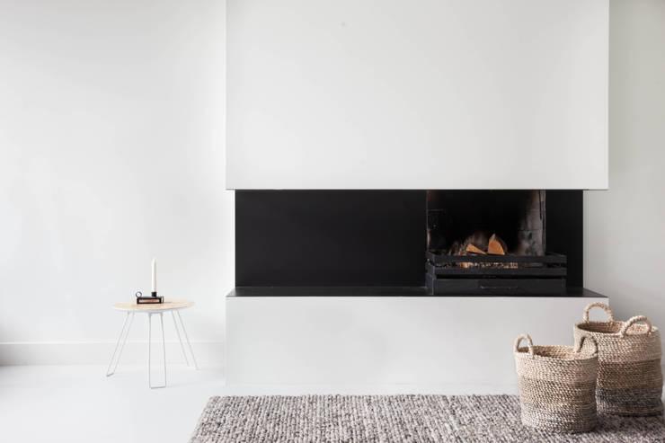 Woonhuis | Leiden :  Woonkamer door Design Studio Nu, Scandinavisch Metaal