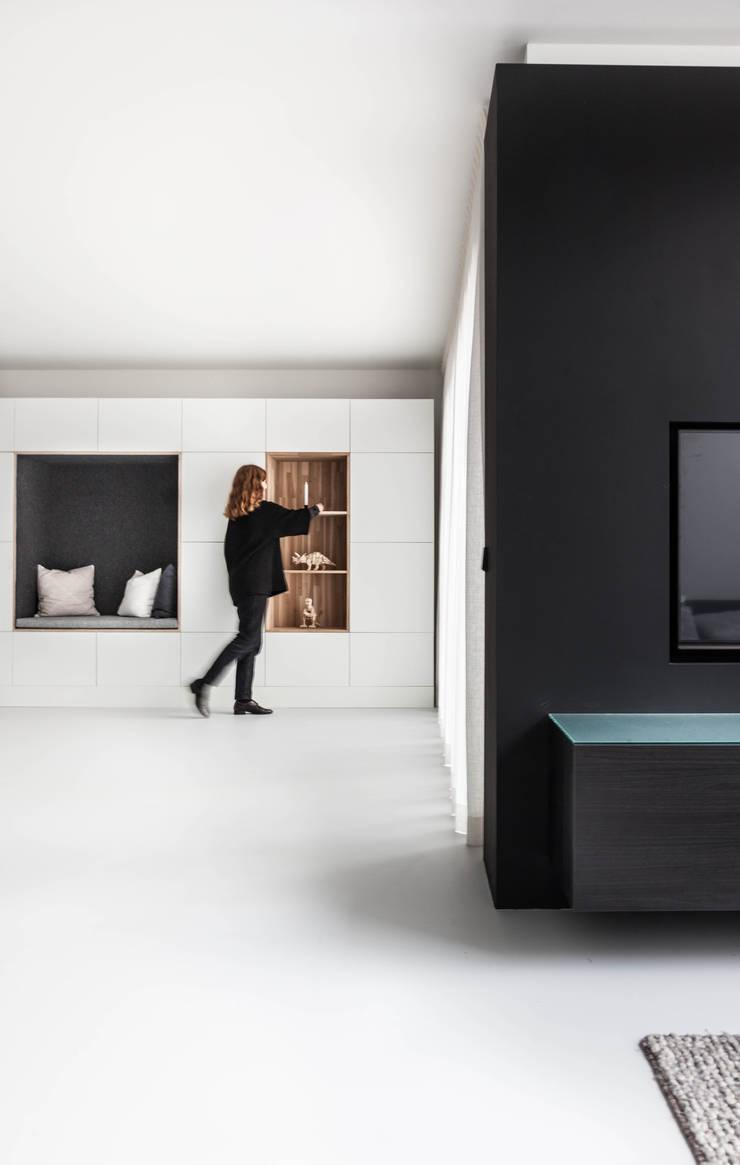 Woonhuis | Leiden :  Woonkamer door Design Studio Nu, Scandinavisch Hout Hout
