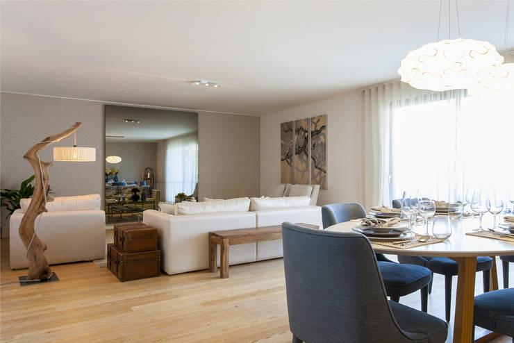 Sala Comum: Sala de estar  por Traço Magenta - Design de Interiores,