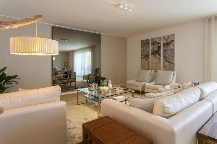 Sala Comum - Zona de Estar: Sala de estar  por Traço Magenta - Design de Interiores,