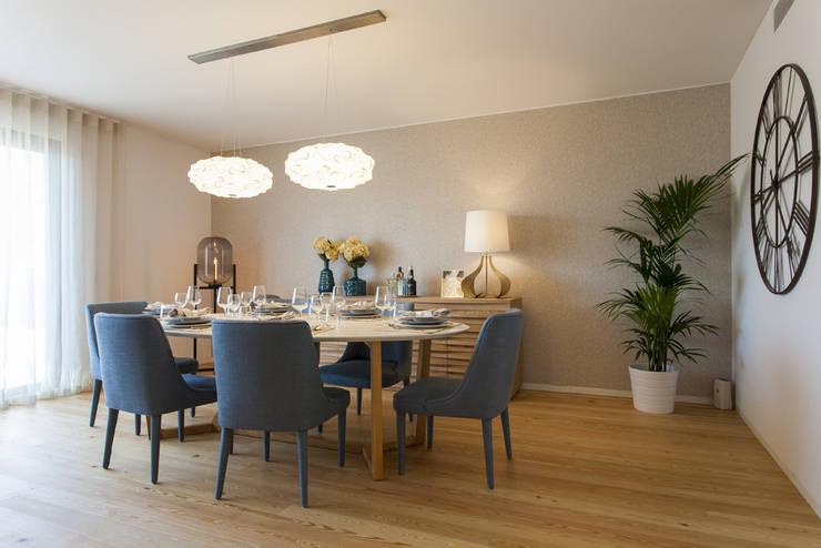 Sala Comum - Zona de Refeições: Sala de jantar  por Traço Magenta - Design de Interiores,
