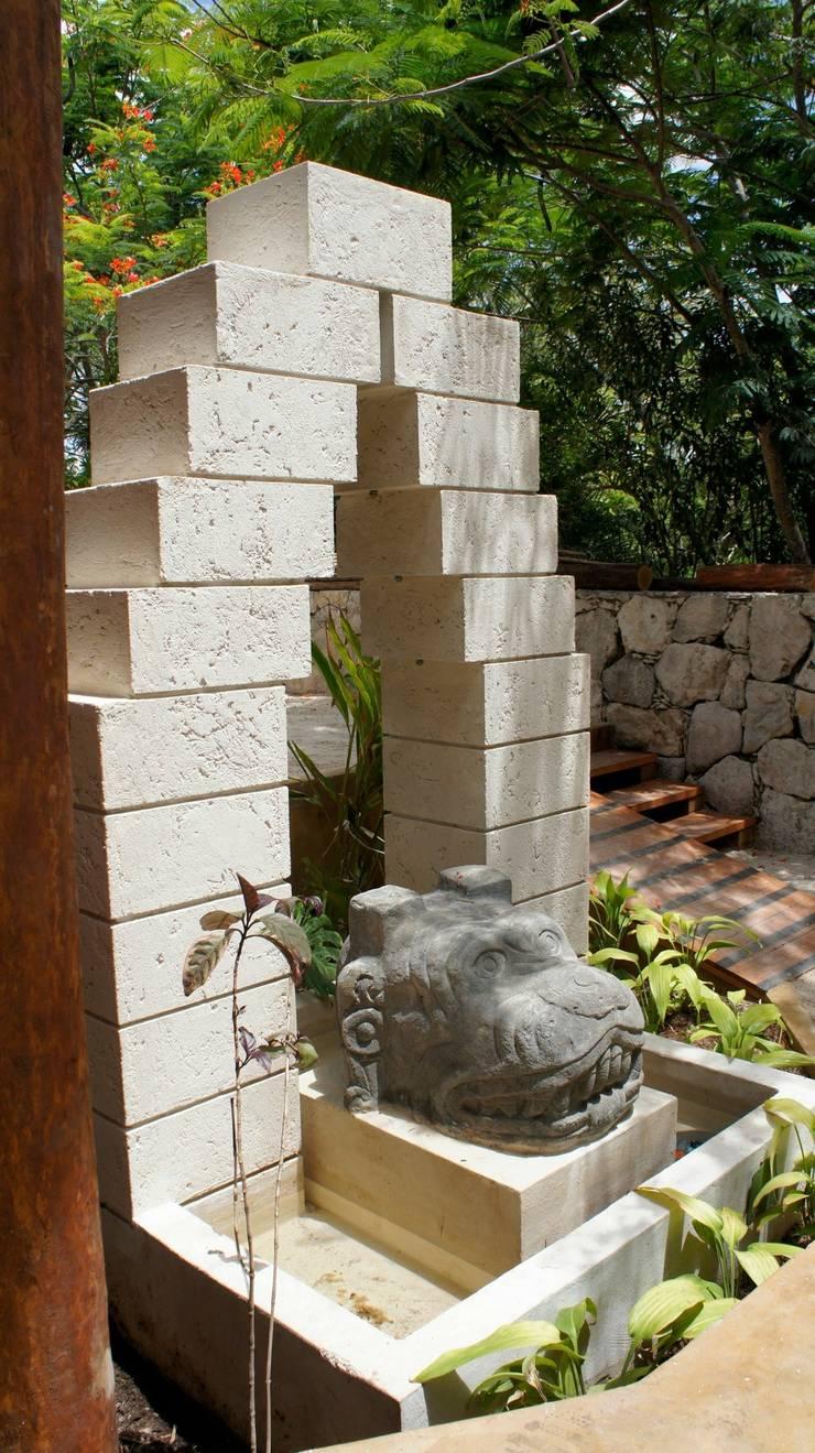 proyecto y obra spa : Jardines de estilo  por FRACTAL CORP Arquitectura