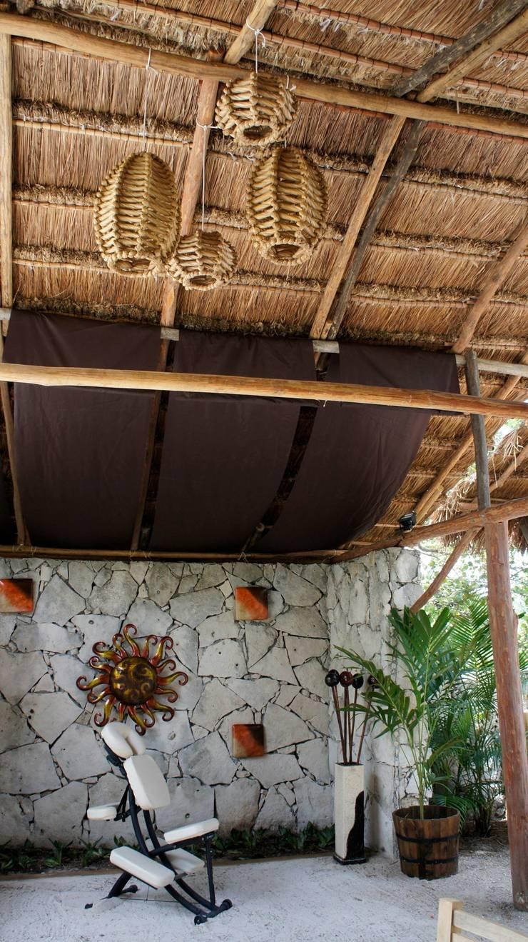 proyecto y obra spa : Spa de estilo  por FRACTAL CORP Arquitectura
