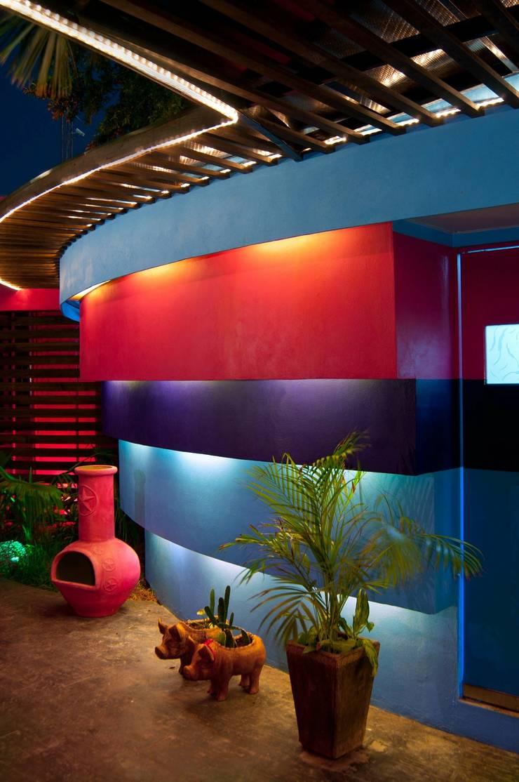proyecto y obra restaurant: Casas de estilo  por FRACTAL CORP Arquitectura