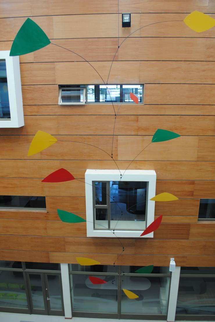 Móvil aéreo hall principal (detalle): Arte de estilo  por Brito Arte y Diseño