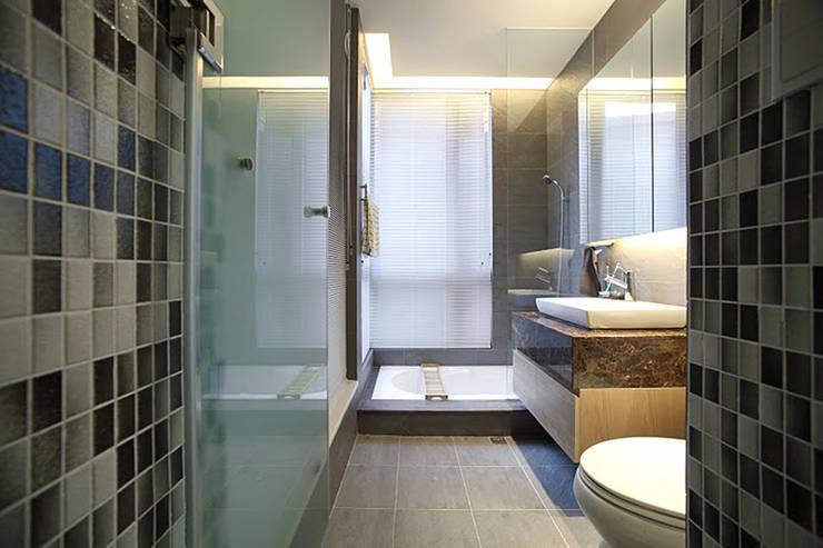 木柵 涵碧園 楊宅:  浴室 by 直譯空間設計有限公司