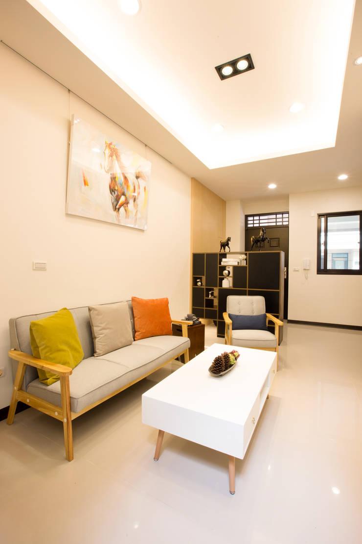 葫蘆敦皇郡 實品屋 E10:  房子 by 栩 室內設計