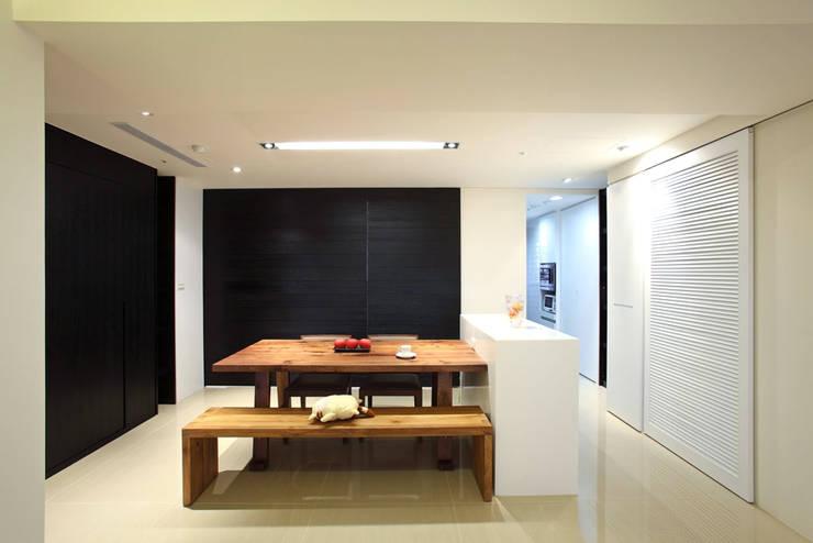 Dining room by 直譯空間設計有限公司,