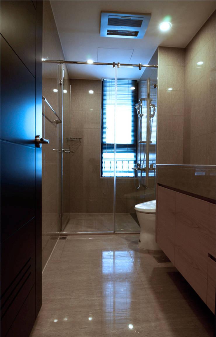 竹北 富宇富玉 謝宅:  浴室 by 直譯空間設計有限公司