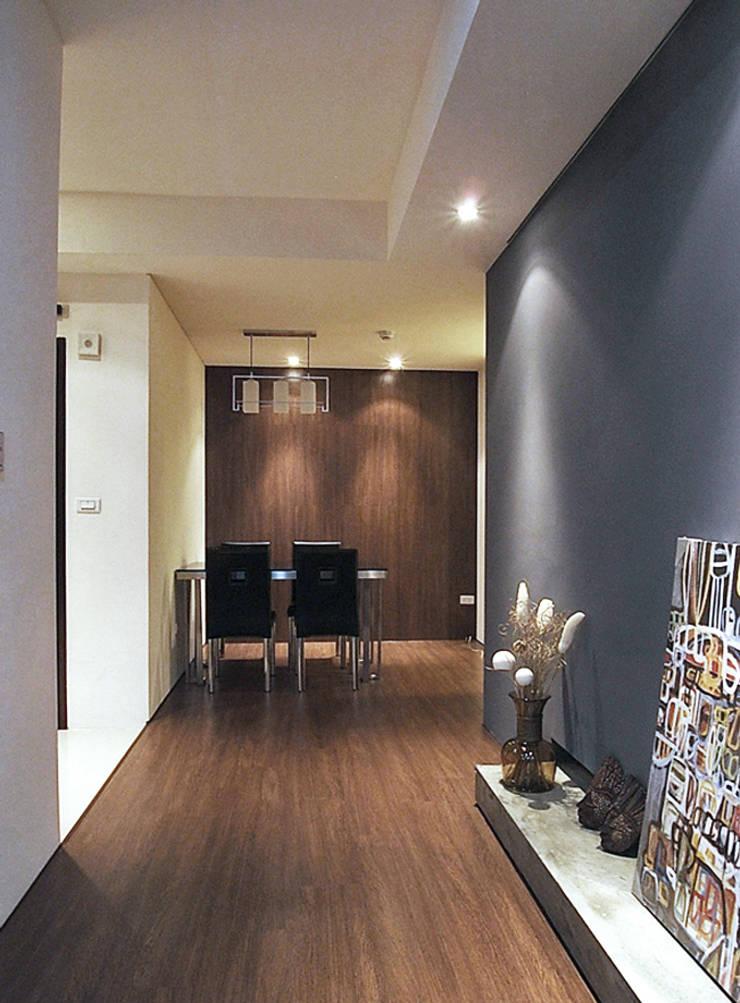 林口 瑞士花園 林宅:  餐廳 by 直譯空間設計有限公司