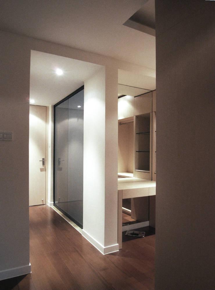 Bedroom by 直譯空間設計有限公司