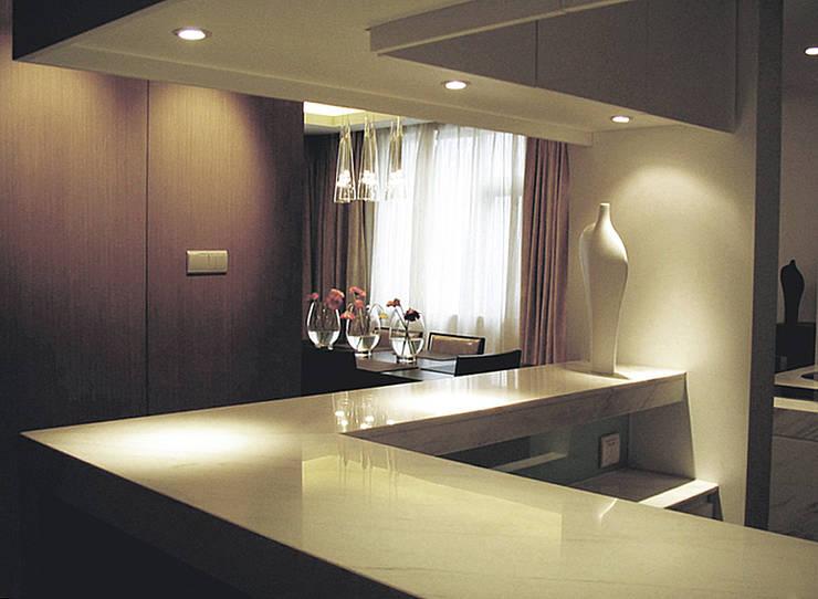 Kitchen by 直譯空間設計有限公司,