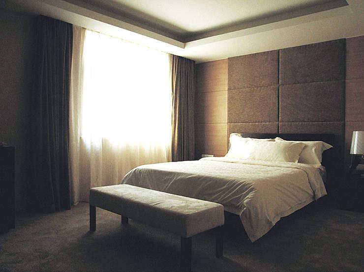 Bedroom by 直譯空間設計有限公司,