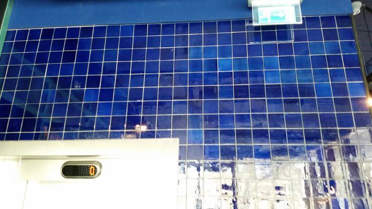 Tegels voor The Roastroom:  Bars & clubs door Harlinger Aardewerk en Tegelfabriek