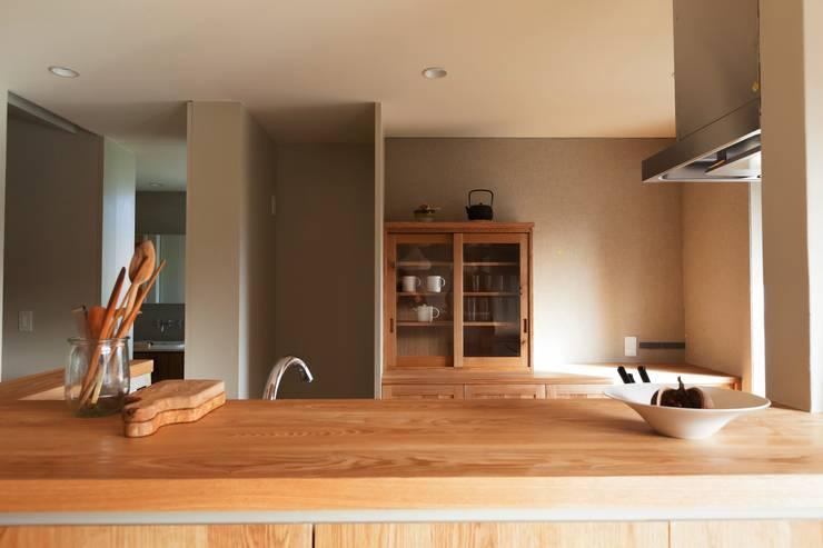 Cocinas de estilo  por Mimasis Design/ミメイシス デザイン,