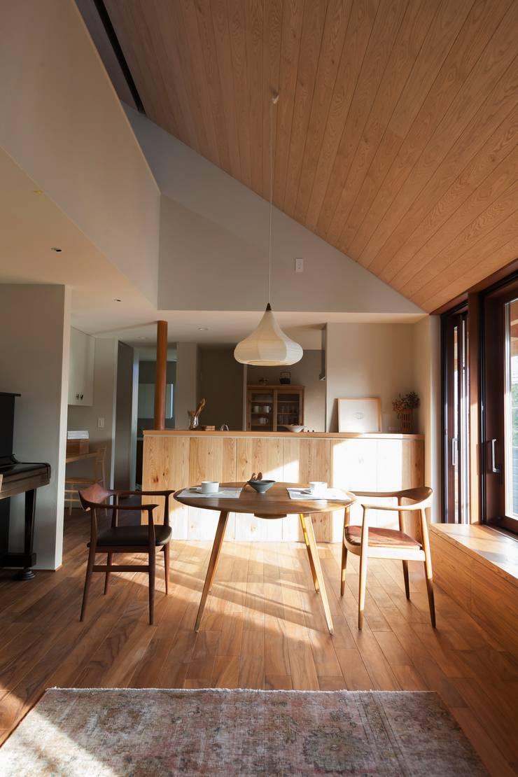 Gimnasios domésticos de estilo  por Mimasis Design/ミメイシス デザイン,