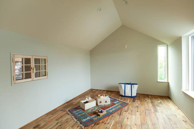 Dormitorios infantiles de estilo  por Mimasis Design/ミメイシス デザイン,