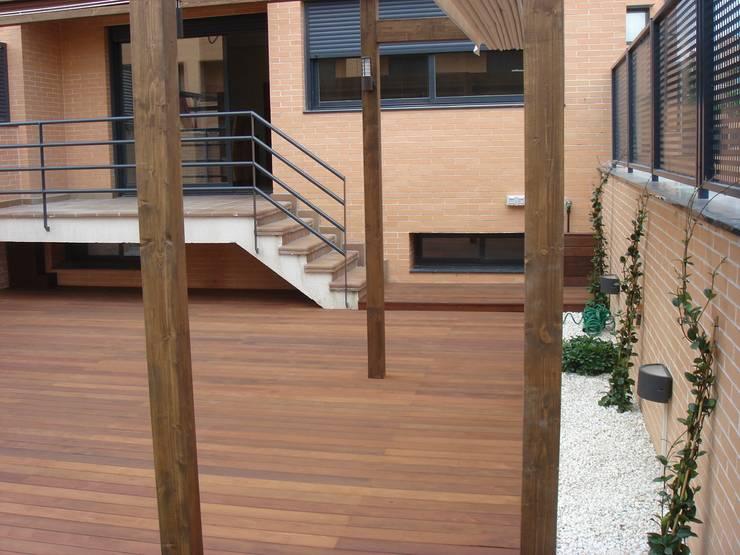 Diseño y reforma de jardín:  de estilo  de La Patioteca